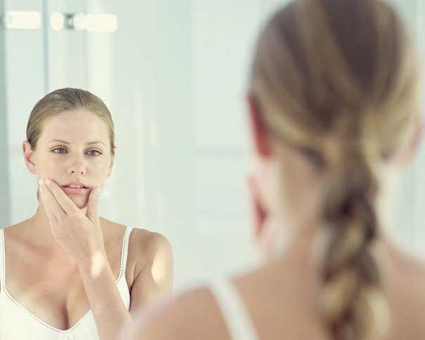 Вагітним жінкам з обережністю варто відноситися до косметичних засобів, тому краще звернутися до більш надійних, перевірених часом та багатьма вагітни