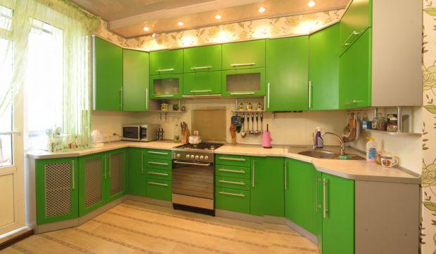 Задумываясь о смене кухонного гарнитура, многие люди встают перед выбором: приобрести уже готовую модель или сделать на заказ. Чтобы сделать правильны