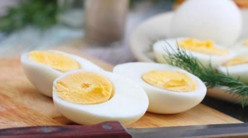 Яйця – дуже поширений продукт харчування, який можна знайти практично на кожній кухні. Універсальний інгредієнт, вони використовуються як у солодких,