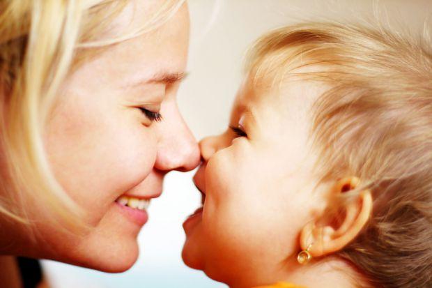 Досить часто від батьків, особливо від мам, можна почути про бажання бути другом своїм дітям - це зараз своєрідна «крутість». Так було не завжди: ця і