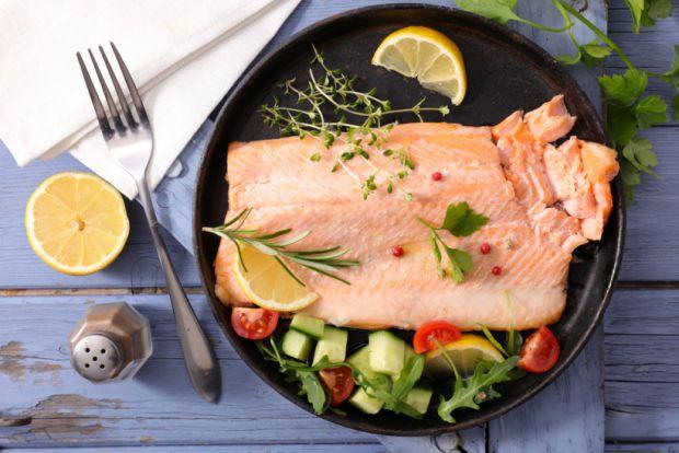 Відразу попередимо, що від суші і ролів варто відмовитися, в раціоні вагітної має бути риба, яка добре термічно оброблена.