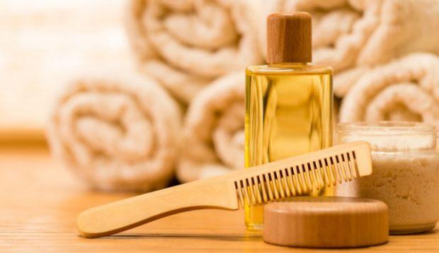 Маска для волоссяРеп'яхова маска для волосся не тільки лікує суху шкіру голови, а й чудово зміцнює волосся. Засіб доступний кожному, і має великий ефе