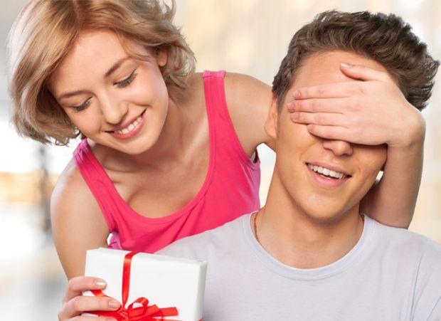 Що подарувати коханому партнеру на свята - читайте далі.