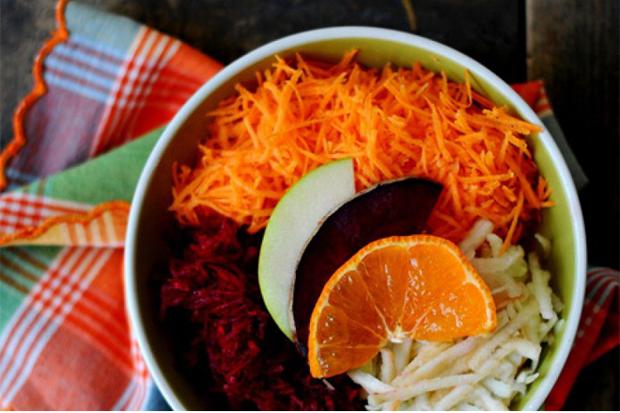 У розвантажувальний день потрібно харчуватися тільки салатом, а будь-які інші страви і продукти вживати не можна.