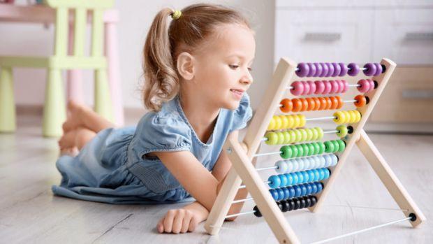 Найкраще проводити навчання поступово та не ставитись до дитини як до учня в школі.