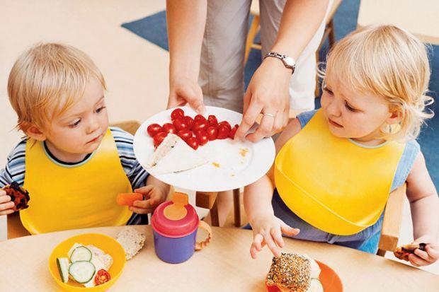 Американські дієтологи, грунтуючись на багаторічних дослідженнях, також виділили список окремих продуктів, щоденне вживання яких рекомендовано дітям.