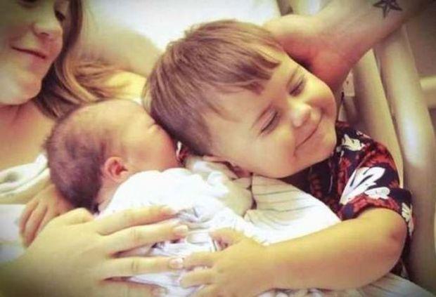 Що говорити, а чого краще не говорити? Як переконати малюка, що батьки любитимуть його не менше, ніж до появи братика чи сестрички?