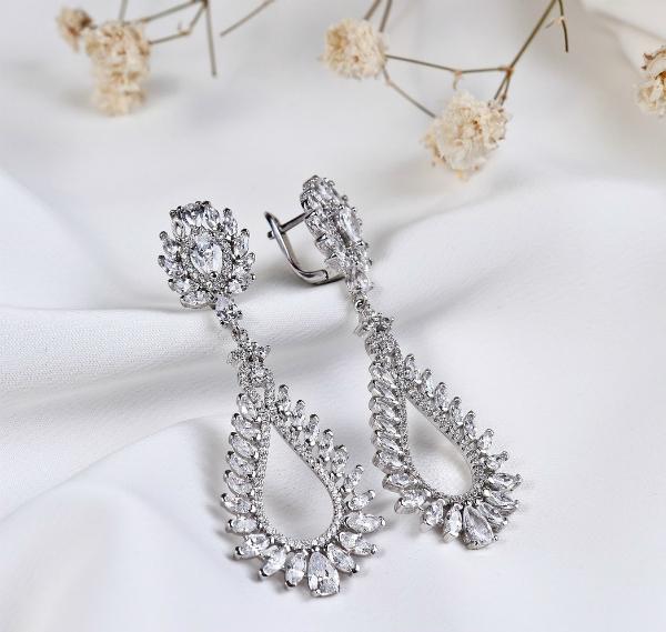 Серьги из серебра пользуются особым спросом вот уже на протяжении нескольких лет.