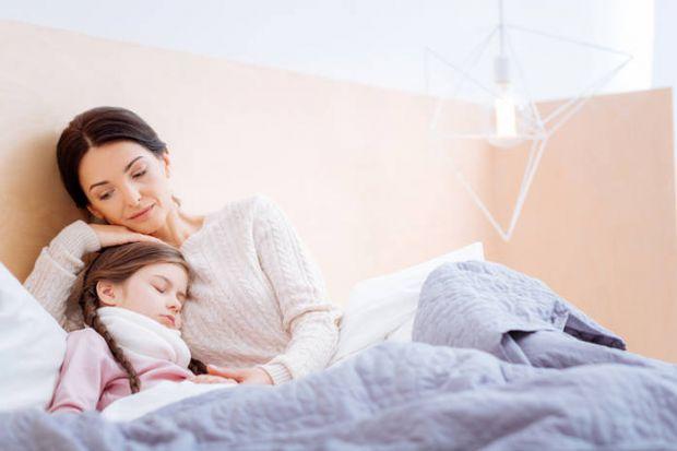 Які помилки роблять майже всі батьки, коли намагаються допомогти своєму малюкові з температурою?