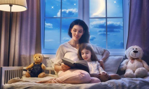 Заняття перед сном має бути спокійне і корисне для малюка.