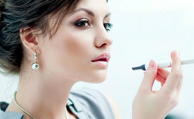 Електроні сигарети не такі вже й безпечні - переконують науковці з Американського університету Каліфорнії в Сан-Дієго.