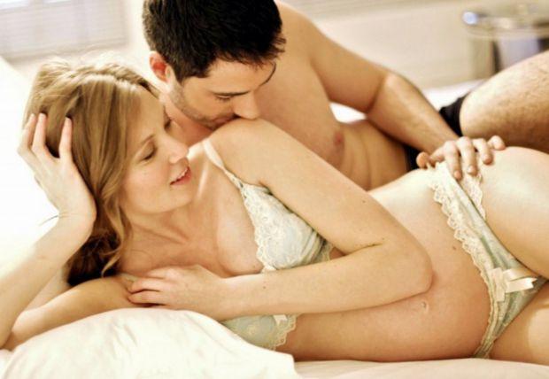 Чоловіки часто ображаються на те, що з настанням вагітності вся ваша увага зосереджена на ще навіть не народженій дитині. Насправді, секс під час вагі