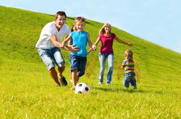 Займатися фітнесом корисно з самого раннього віку. Головне - дати дитині помірне навантаження. Але не всі види спорту можуть надати гармонійні і всебі