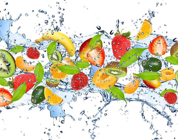 Вода, овочі і фрукти допоможуть в спекотну погоду.