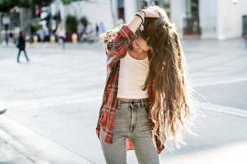 Бережімо волосся з молодуВідомо, що волосся росте швидше у віці 16-24 року, але з віком волосся випадає частіше, стаює більш сухими і ламким.