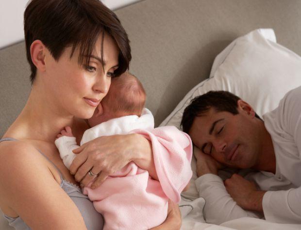 Привчити дитину спати разом досить легко. А от спробуйте відучити її від цього!