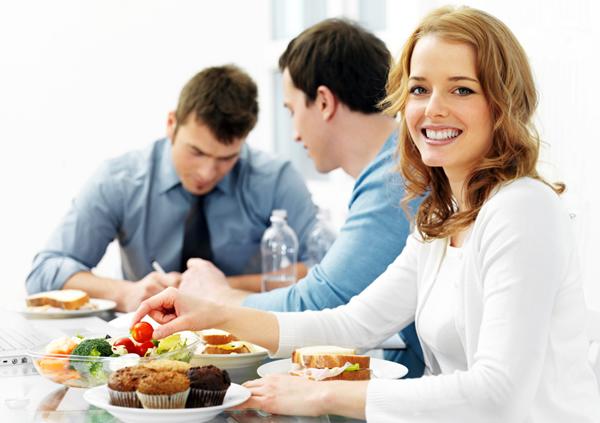 Науковцями доведено, що люди, які обідають раніше, худнуть легше.