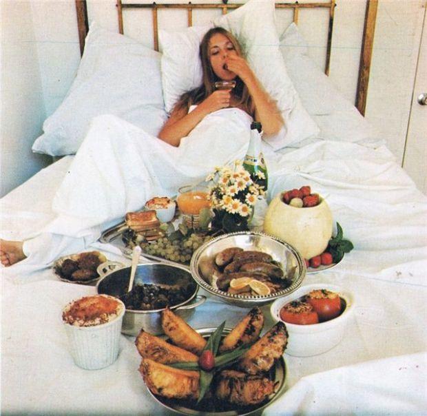 Чому краще не їсти в ліжку і до чого це може призвести - читайте далі.