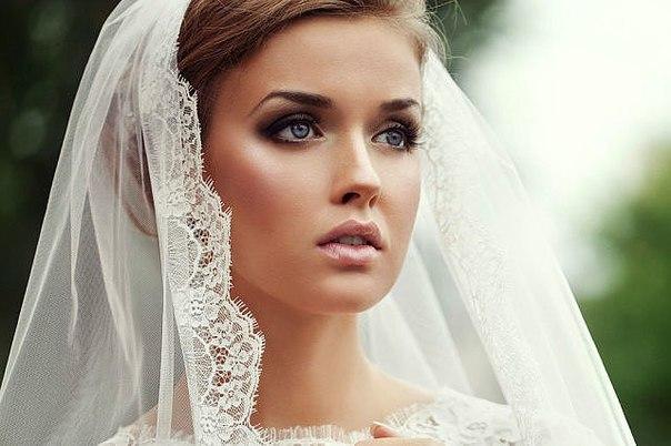Весілля - це поєднання прекрасно оформленого банкетного залу, чудового меню і неймовірно красивих молодят. А для того, щоб на власному весіллі не мати