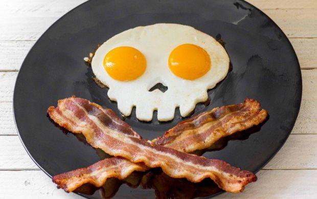 Академіки, які працюють в медичному центрі при університеті Гарварді, розповіли, що яєчня з беконом, може викликати інсульт.