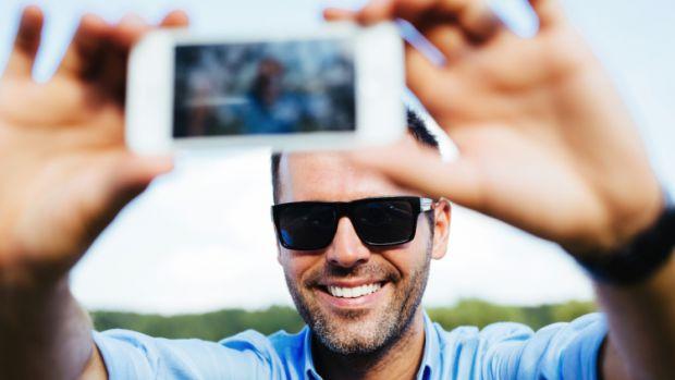 7288_selfie-man_750.jpg (26.94 Kb)
