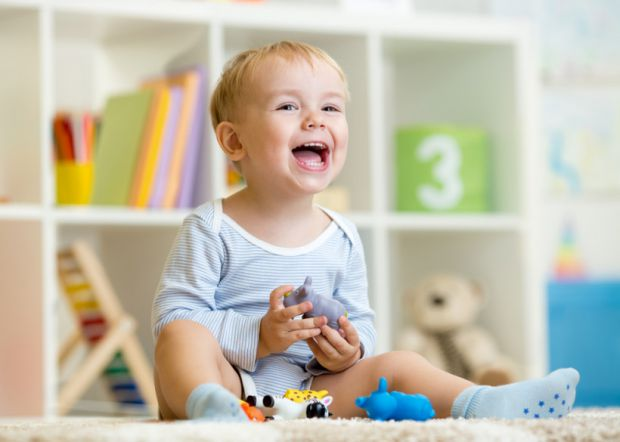 Не варто засмучуватися тим батькам, які не можуть дозволити собі витратити величезні кошти на новомодні розвиваючі іграшки. Нове дослідження показало,