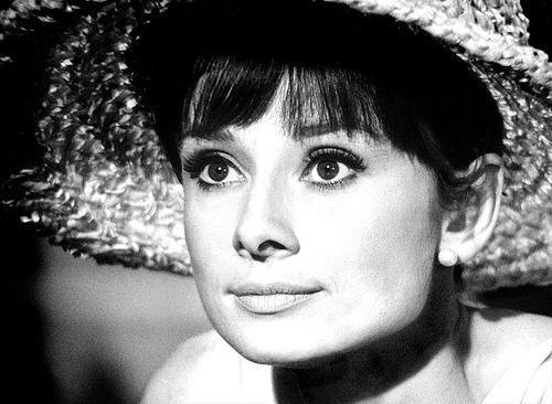 Пік слави Одрі Хепберн припав на 1950-і і 1960-і роки, але актриса назавжди залишиться жінкою-легендою, унікальним втіленням таланту, краси, грації та