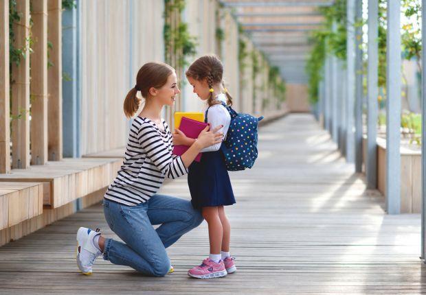 Багато батьків перебувають перед важким вибором: відправляти дитину в перший клас або все ж ще на рік залишити в дитячому саду. Хтось вважає, раз дити