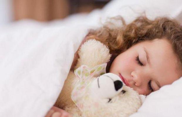 Ваш малюк не хоче прокидатися зранку? Дмитро Карпачов відкрив деякі секрети, як розбудити дитину.