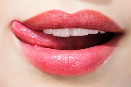Наліт на губахВ деяких випадках подібне явище носить короткочасний характер і швидко проходить, але іноді наліт доставляє сильний дискомфорт протягом
