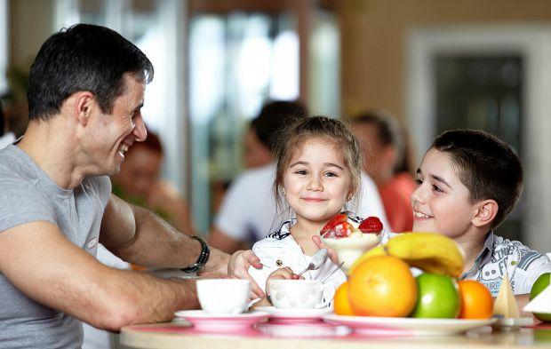 Британські фахівці прийшли до наступного висновку: щоб дитина отримувала хороші оцінки в школі, вона повинна добре харчуватися зранку.