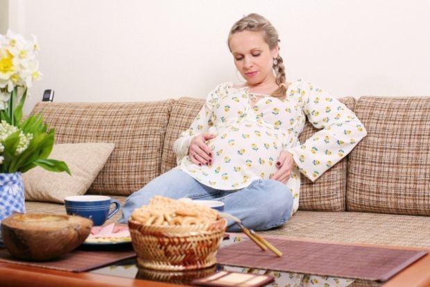 Багато жінок в період виношування малюка чують різні дурниці, що їм заборонено робити безліч справ, тому у них виникає почуття страху, причому не тіль