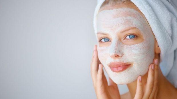Якщо ви не можете назвати основну проблему власної шкіри і обираєте між живильною, відновлюючою, вітамінною і розгладжучою масками, тобто начебто усі