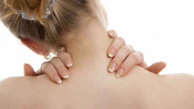 Якщо болить шия, то не варто робити декілька речей, яких саме - читайте у матеріалі.