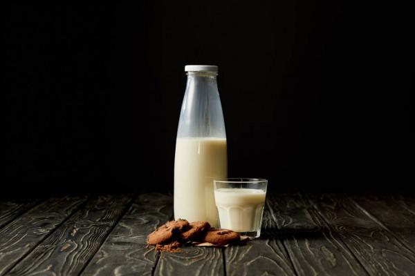 Вихід на роботу, відрядження, навчання, лікування або ж інші ситуації можуть потребувати годування дитини зцідженним молоком. Про те, як зберігати гру