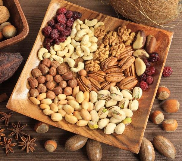 Шведські вчені з'ясували, що регулярне вживання в їжу горіхів може знизити ризик виникнення хвороб серця, повідомляє