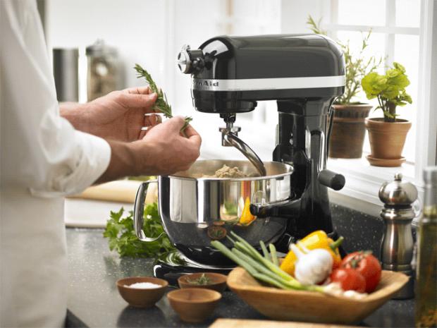 Щоб вам було легше справлятися на кухні, і більше часу було, ми розповімо, як ви можете використовувати кухонний комбайн - він виконує більше функцій,