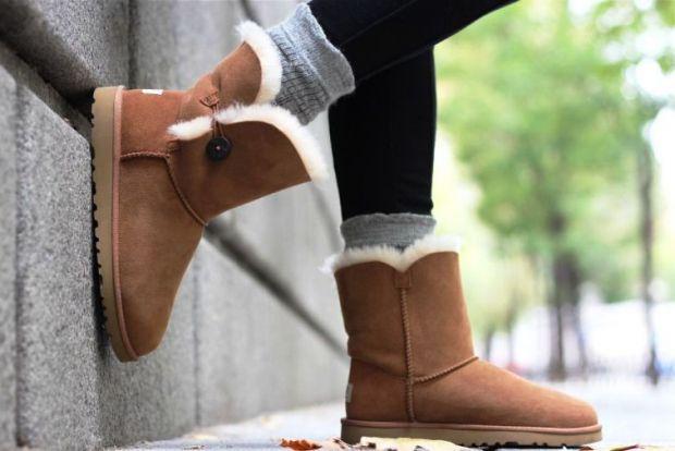 Австралійські чобітки давно завоювали любов багатьох жінок. Вони теплі, зручні і забезпечують максимальний комфорт. Багато з нас із задоволенням стриб