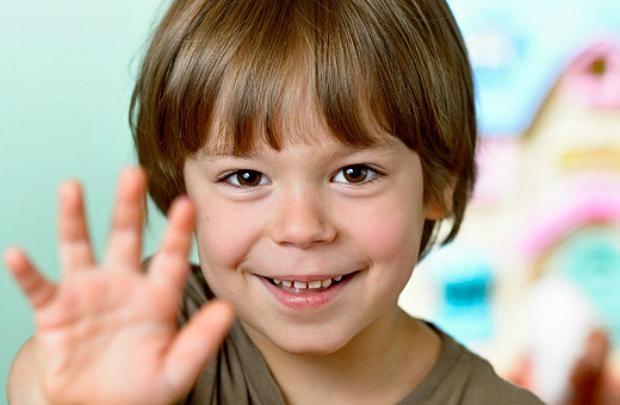 До 3 років звичка гризти нігті є нормою. А от якщо ваш малюк вже старший, а звичка гризти нігті його не залишає, варто дитині допомогти.