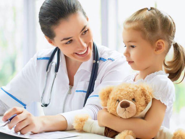 Поради батькам, як не налякати дитину, якщо у вас запланований візит до лікаря.