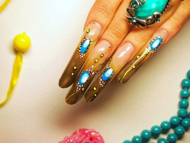 Довгі і нарощені нігті можуть завдати болю та призвести до захворювань.
