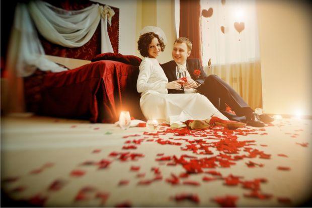 Хоч сьогодні перша шлюбна ніч втратила своє первинне значення, все ж до неї варто ретельно підготуватись, адже вона таки є особливою.