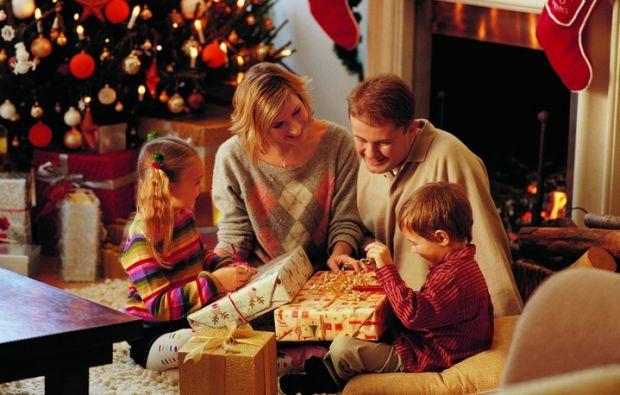 Звичайно ж, найважливішими персонажами в різдвяні дні є діти. Що ж цим милим дітлахам подарувати - читайте у нашому матеріалі.