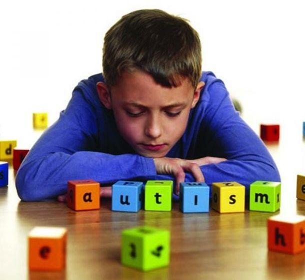 Найбільш ефективним способом лікування такого захворювання, як дитячий аутизм, є так звана сенсорна кімната. Практично завжди спецзаняття в ній принос