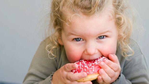 Що робити, якщо дитина просить цукерку за цукеркою?