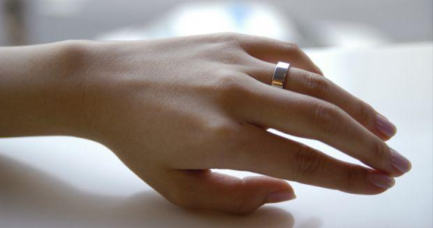 Специалисты говорят, что лучшее обручальное кольцо - то, которое нравится и жениху, и невесте. Кольца должны быть из драгоценного металла, шириной от