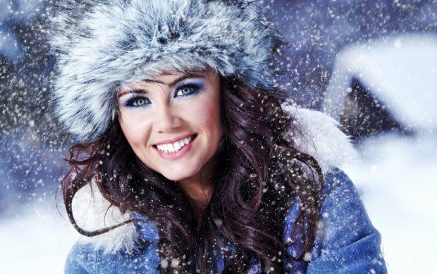 У зимку присутній мороз, вітер, зміна температури тощо. Ці всі фактори негативно впливають на стан шкіри. Як вберегти шкіру обличчя від холоду - читай