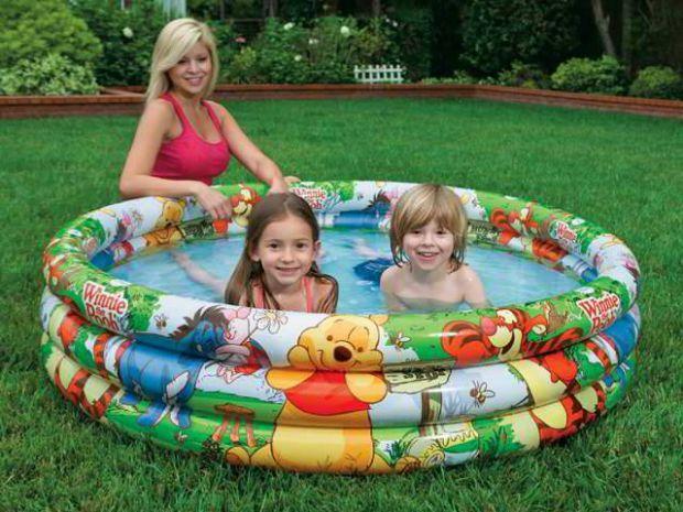 Є безліч видів і дизайнів надувних басейнів, також вони різного діаметру і висоти, і ви самі можете вибрати розмір в залежності від віку вашого малюка