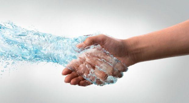 Багато з нас настільки зайняті, що забувають про елементарні правила миття рук. Але якраз від брудних рук, можна підхопити безліч захворювань.