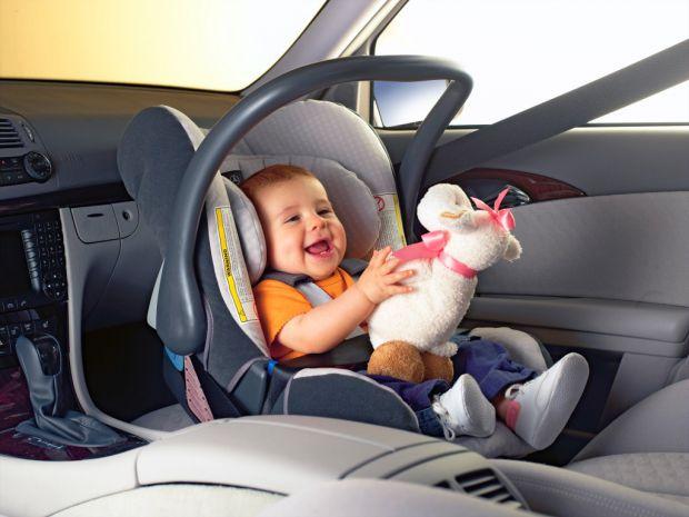 Група академіків з Великобританії розповіла, що дешеві автокрісла небезпечні для здоров'я маленьких дітей.
